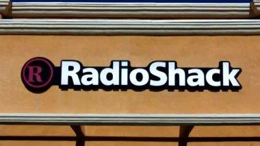RadioShack retail store exterior — Stock Video