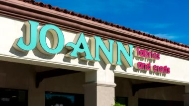 Jo Ann Fabrics and Crafts Store Exterior — Stok video
