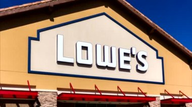 Lowe's Home Improvment Warehouse Exterior. — Stock Video