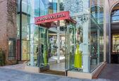 BCBG Max Azria Retail Store Exterior — Стоковое фото