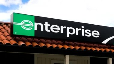 Enterprise Rent-a-Car Sign and Store — Stock Video