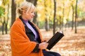 Pregnant woman in autumn park — Stock Photo