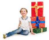 Fille avec des boîtes-cadeaux — Photo