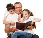Grandfather and grandchildren portrait — Stockfoto