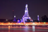 Wat Arun and light trail — Stock Photo