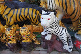 White and yellow tigers' statue  — Stockfoto