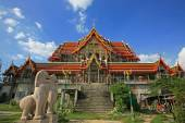 Grand temple under construction of wat Bua Khwan — Stock Photo