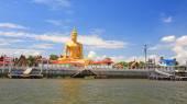 Золотая статуя Большого Будды возле реки Чао Прайя — Стоковое фото