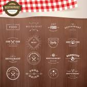 Set of vintage style elements for labels and badges for restaurants, with wood texture and elements of restaurant inventory in the background — Stock Vector