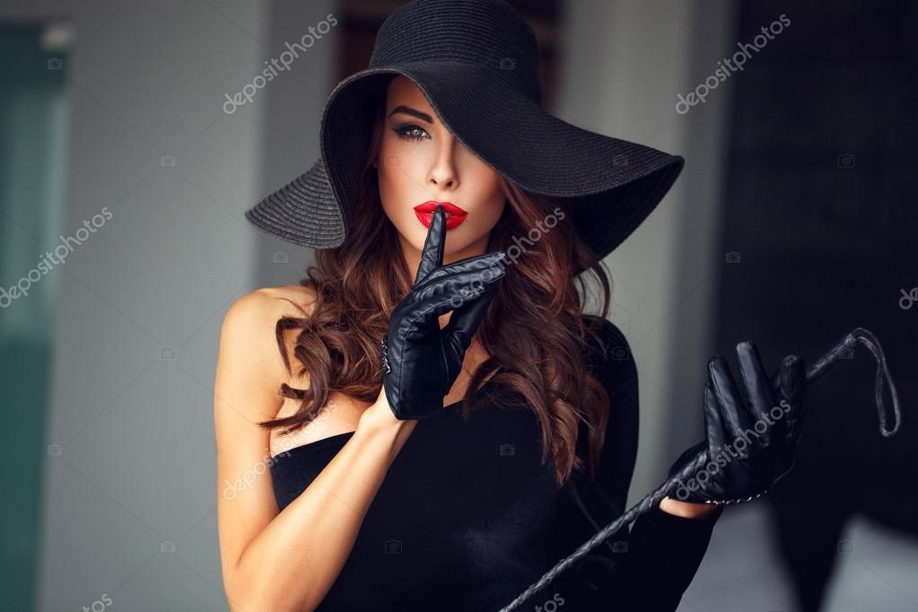 девушка взгляд шляпка красная лицо  № 1867490 без смс