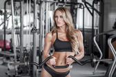 Workout with olympic curl bar — Foto Stock