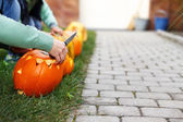 Family carving pumpkins in preschool — Foto de Stock