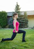Sporty woman doing lunge exercise in sunset — Stock Photo
