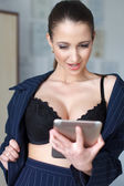 Sexy naked businesswoman chat by tablet — Stock Photo