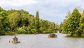 Pond in Mezhyhirya, the residence of Yanukovych — ストック写真