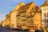 Buildings on Quai des Bateliers in Strasbourg — Stock Photo