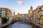 Girona Cathedral and Collegiate Church of Sant Feliu over the ri — Stock Photo