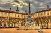 Place d'Alliance with the fountain - Nancy, France — Stock Photo