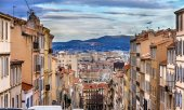 Montee de la bonne Mere in Marseilles - France, Provence — Stock Photo