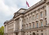 Facade of Buckingham Palace in London - Great Britain — Stock Photo
