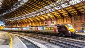 Passenger train at Bristol Temple Meads Railway Station, England — Stock Photo
