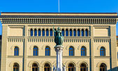The Bernabrunnen fountain and the Bundeshaus palace in Bern, Swi — Stock Photo