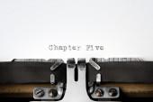 """Chapter Five"" written on an old typewriter — Stok fotoğraf"