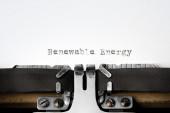 """Renevable Energy"" written on an old typewriter — Foto Stock"