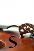 Old scratched violin on white background — Zdjęcie stockowe