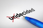 Changing the meaning of word. Undecided into Decided. — Stockfoto