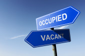 Occupied and Vacant directions.  Opposite traffic sign. — Stock Photo