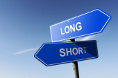 Long and Short directions.  Opposite traffic sign. — Stock Photo