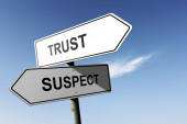 Trust and Suspect directions. Opposite traffic sign. — Stock Photo