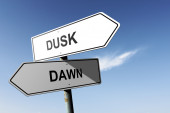 Dusk and Dawn directions.  Opposite traffic sign. — Stock Photo