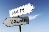 Beauty and Ugliness directions. Opposite traffic sign. — Stock Photo