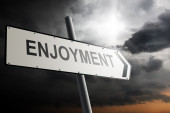 Enjoyment direction. Traffic sign with cloudy sky in the background. — Stockfoto