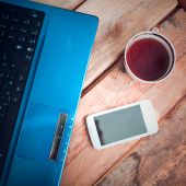 Laptop with mobile phone and coffee cup — Stock fotografie