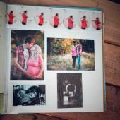 Photo album with family photos during pregnancy — Stockfoto