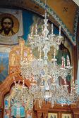 教会の美しいシャンデリア。クリミア自治共和国、バフチサライ — ストック写真