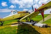 Avión fumigador en campo de aviación — Foto de Stock