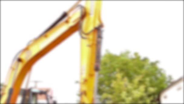 Vue brouillée sur l'équipe des travailleurs jusqu'à l'assemblée un nouvel oléoduc. — Vidéo