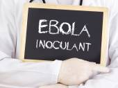 Doctor shows information: Ebola inoculant — Stockfoto