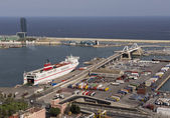 Cargo and passenger port. Barcelona. Spain — Stock Photo