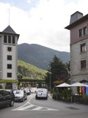 Residents and tourists stroll through the streets   in Andorra — Stock Photo