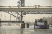 Passage of the ship under the drawbridge morning in Rostov-on-D — Stockfoto