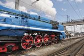 Отправления пассажирского поезда с паровой локомотив 3 P — Стоковое фото