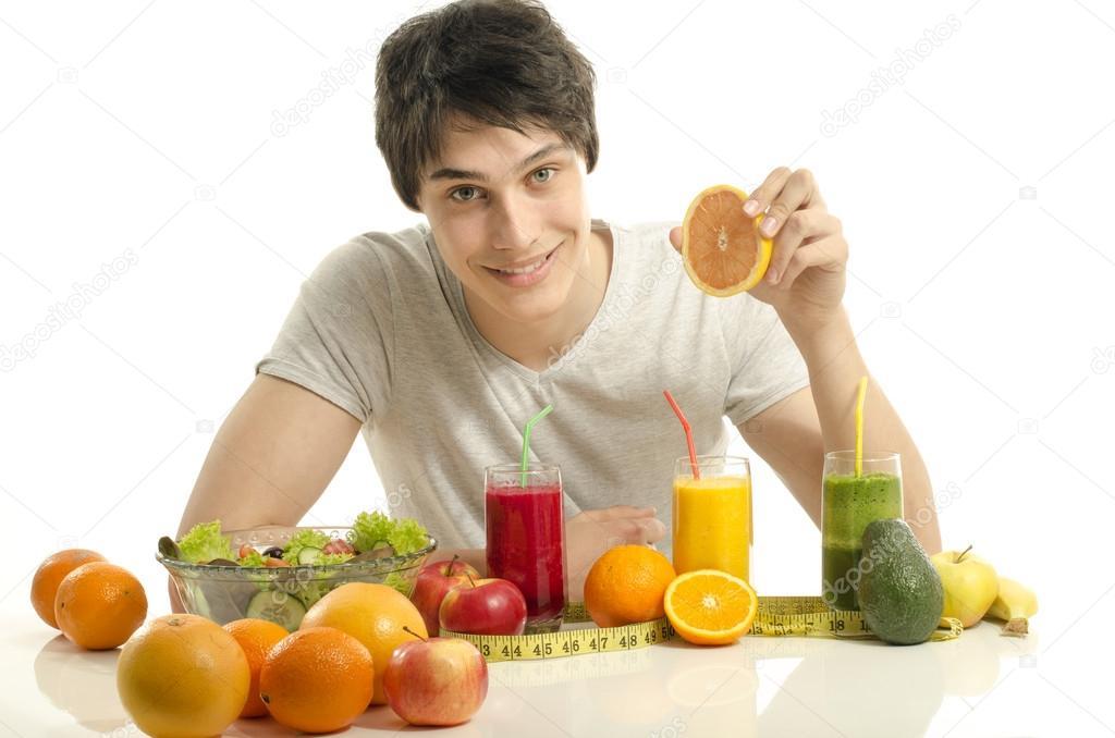 Hombre De Tener Una Mesa Llena De Batido De Frutas, Jugos