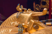 King Tut laying down — Stock Photo