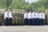 Officers and soldiers at the airfield at the open day at the air — Stock Photo