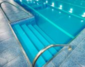 Staircase with handrails into the pool — Stock Photo